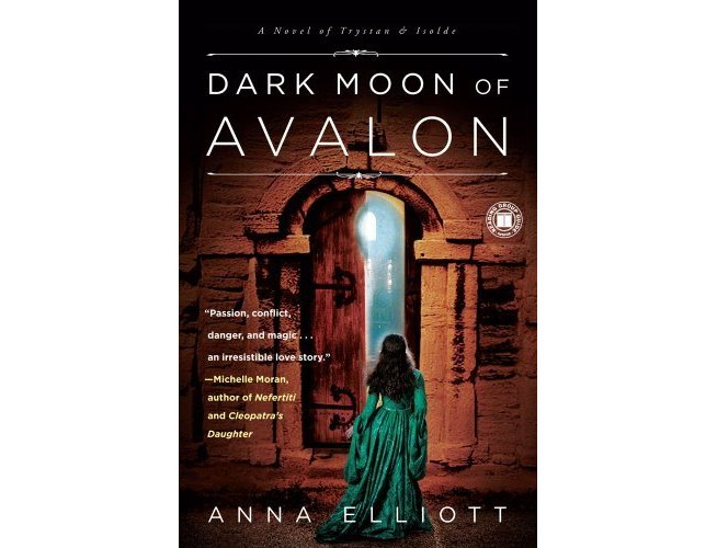 Dark Moon of Avalon cover